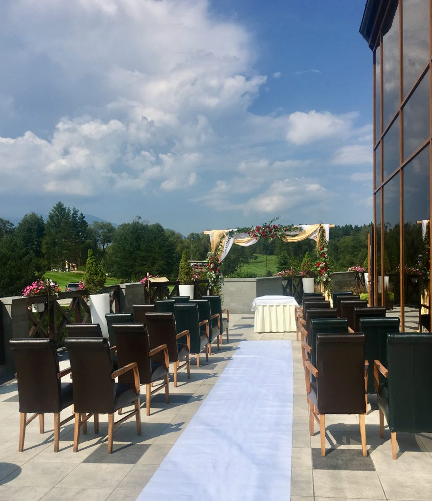 Svadobný obrad sa konal priamo na terase hotela